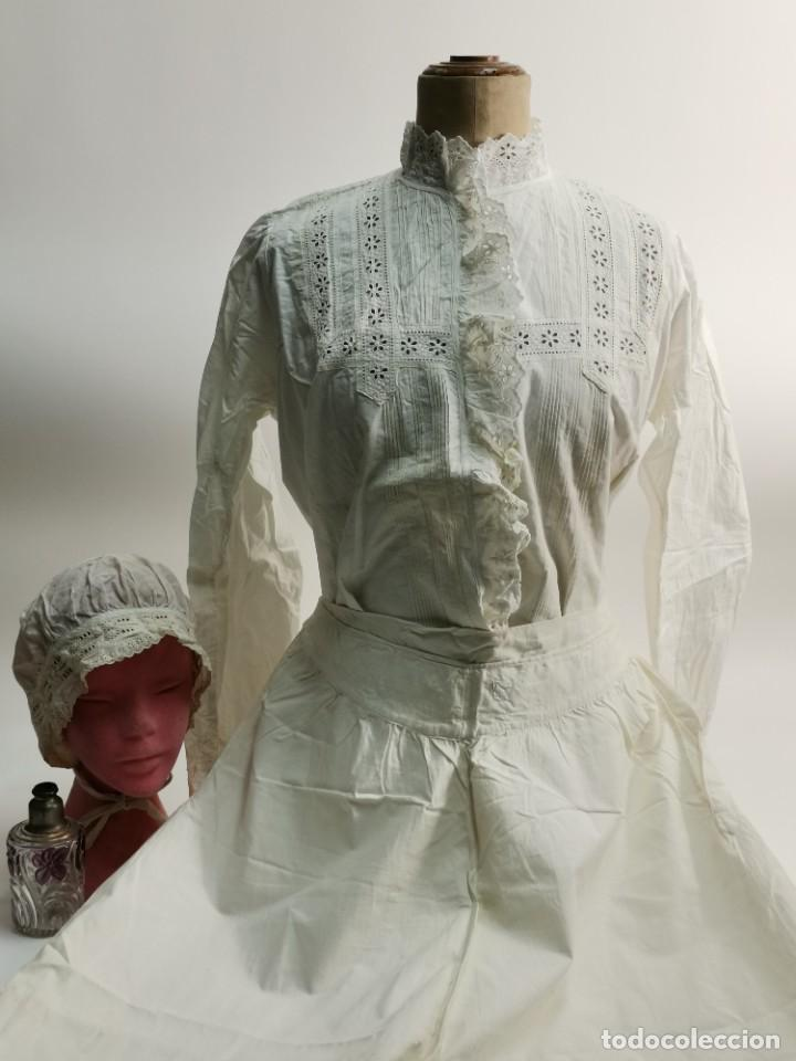 CONJUNTO DE CAMISA, POLOLO Y GORRO. PRINCIPIOS S.XX. 1. (Antigüedades - Moda y Complementos - Mujer)