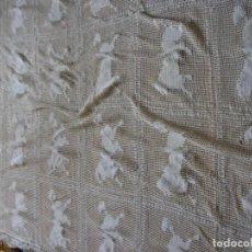 Antigüedades: COLCHA DE GANCHILLO DE PERRITOS-ECHA A MANO. Lote 260859600
