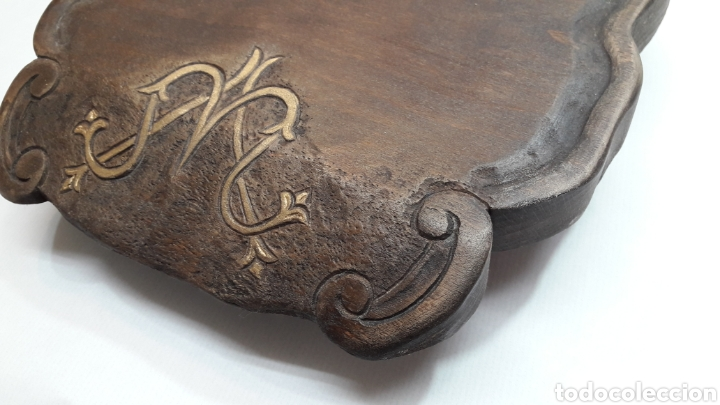 Antigüedades: PEANA DE MADERA RUSTICA TALLADA - Foto 4 - 261105245