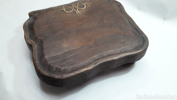 Antigüedades: PEANA DE MADERA RUSTICA TALLADA - Foto 10 - 261105245