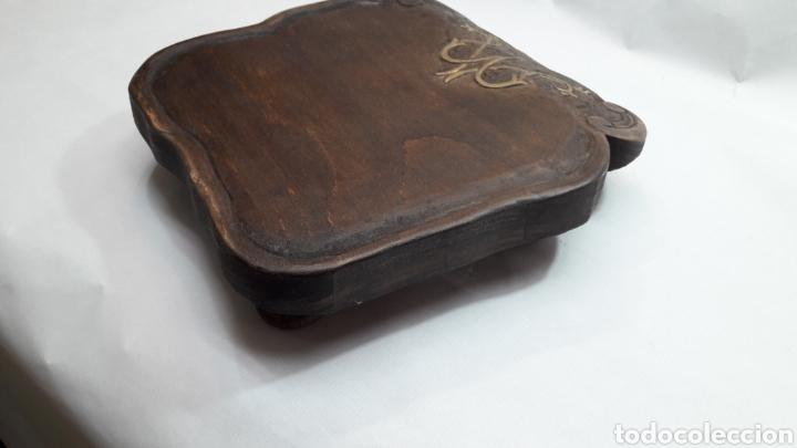 Antigüedades: PEANA DE MADERA RUSTICA TALLADA - Foto 11 - 261105245