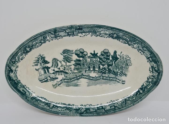 MAGNIFICA BANDEJA EN VERDE DE SAN JUAN DE AZNALFARACHE,(SEVILLA),S. XIX (Antigüedades - Porcelanas y Cerámicas - San Juan de Aznalfarache)