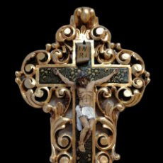 Antigüedades: CRUZ DE CEDRO Y CRISTO DE MADERA DE BOJ TALLADOS. Lote 146057310