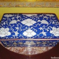 Antigüedades: ANTIGUA CAJA CHINA DE PORCELANA - BICOLOR - SIGLO XIX - BIEN CONSERVADA. Lote 261232355