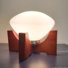 Antiguidades: LAMPARA DE MESA MID CENTURY ESTILO NÓRDICO. AÑOS 60/70. Lote 261252530