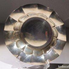 Antigüedades: FUENTE O CENTRO DE MESA EN PLATA MACIZA PUNZONADA 275 GRAMOS. 33 CM. DIÁMETRO. 25 CM.. Lote 261296185