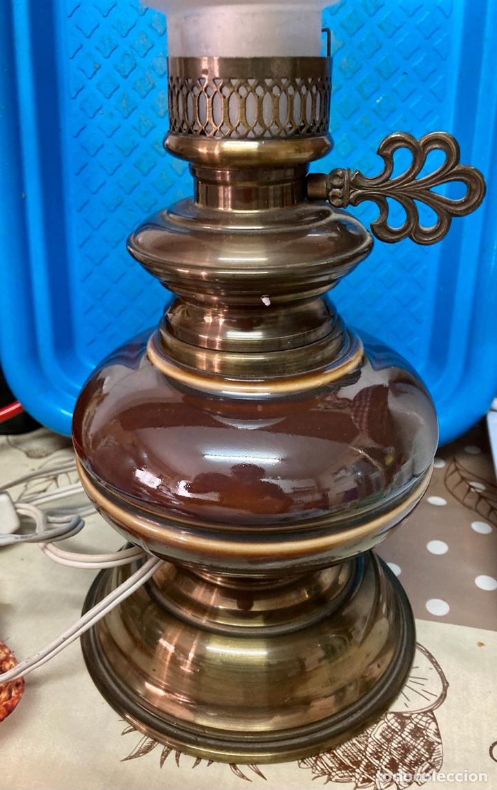 Antigüedades: Lámpara de porcelana y metal, altura 45 cm. con forma de Quinqué - Foto 2 - 261307380