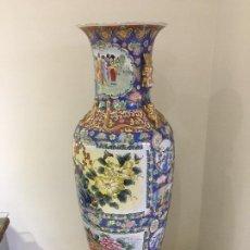 Antigüedades: ENORME JARRÓN CHINO CANTONES 147 CM CON SU BASE DE MADERA. Lote 261312830