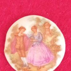 Antigüedades: PLACA CAMAFEO FRAGONARD FIRMADO, ESCENA ROMANTICA TIPO LIMOGES. Lote 261325240