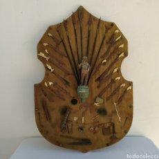 Oggetti Antichi: ANTIGUA TALLA DE GUERRERO CON ARSENAL. Lote 261340105