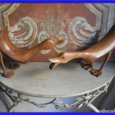 Antigüedades: PAREJA DE PATOS DE MADERA ANTIGUOS. Lote 261358355