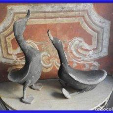 Antigüedades: PAREJA DE PATOS DE MADERA POLICROMADOS. Lote 261359030