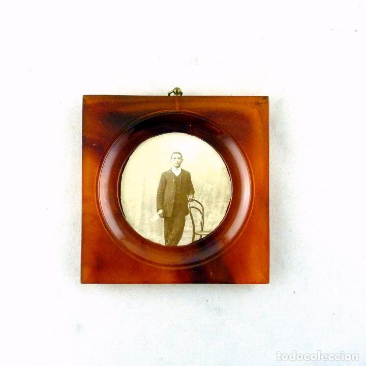MARCO PORTARRETRATO ART DECO, DE BAKELITA PARA COLGAR - AÑOS 30 - MEDIDAS 9X9X1CM (Antigüedades - Hogar y Decoración - Portafotos Antiguos)