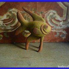 Antigüedades: PEZ DE MADERA EN DECAPE MUY DECORATIVO. Lote 261663435