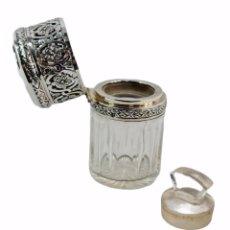 Antigüedades: FRASCO PERFUME. PLATA Y CRISTAL TALLADO. SILVER, CUT GLASS. PERFUME BOTTLE. SXIX. 11X6CM. Lote 261740270