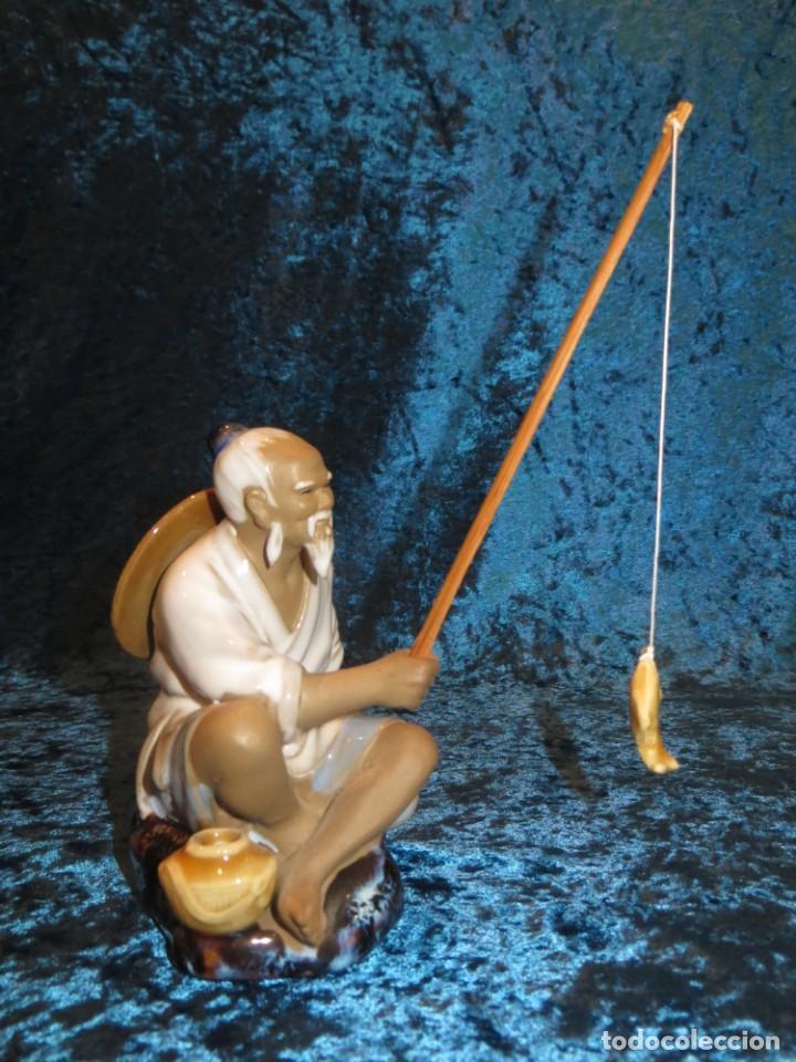 Antigüedades: Figura pescador cerámica vintage Shiwan China circa 1960-1970 - Foto 3 - 261774705