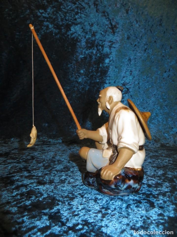 Antigüedades: Figura pescador cerámica vintage Shiwan China circa 1960-1970 - Foto 5 - 261774705