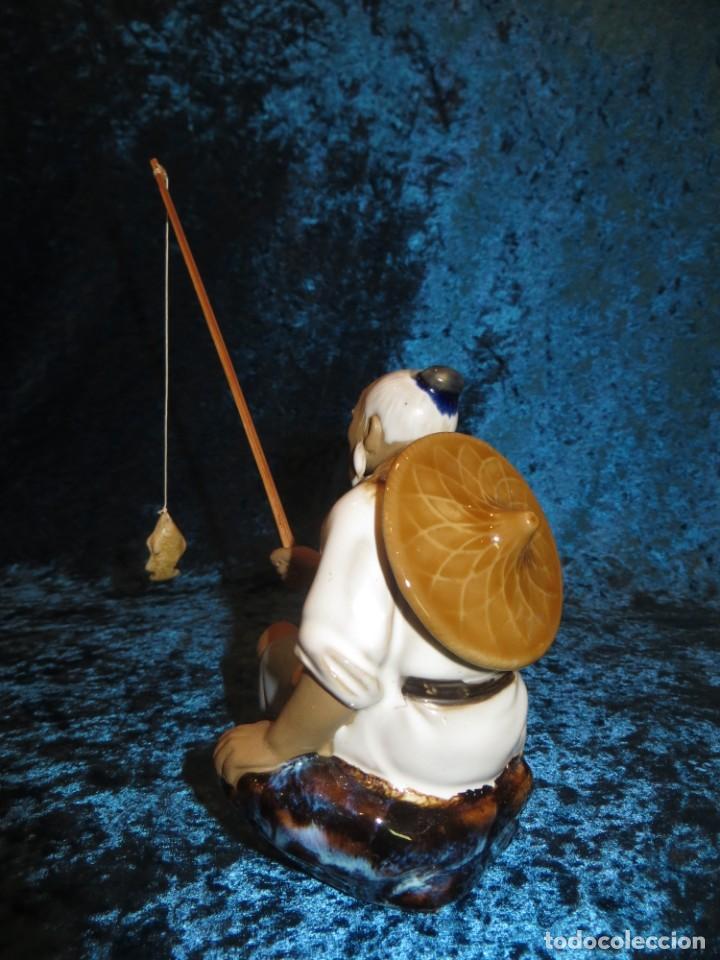 Antigüedades: Figura pescador cerámica vintage Shiwan China circa 1960-1970 - Foto 6 - 261774705