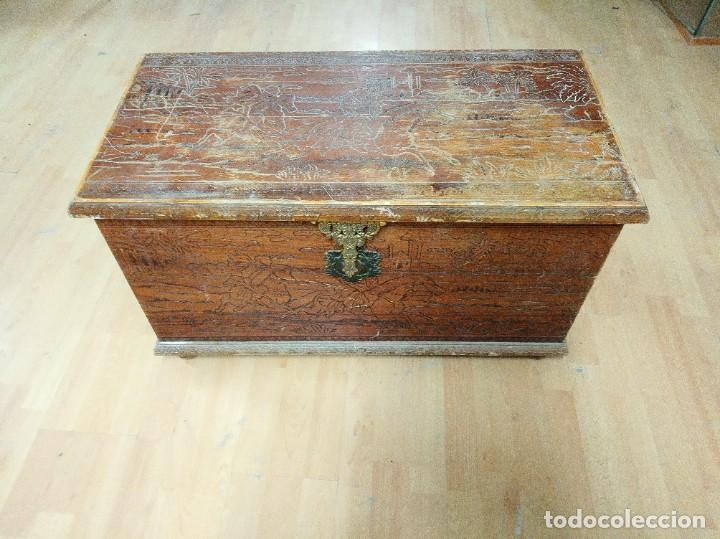 BAÚL MADERA TALLADA DIBUJOS ÁRABES PARA RESTAURAR (Antigüedades - Muebles Antiguos - Baúles Antiguos)
