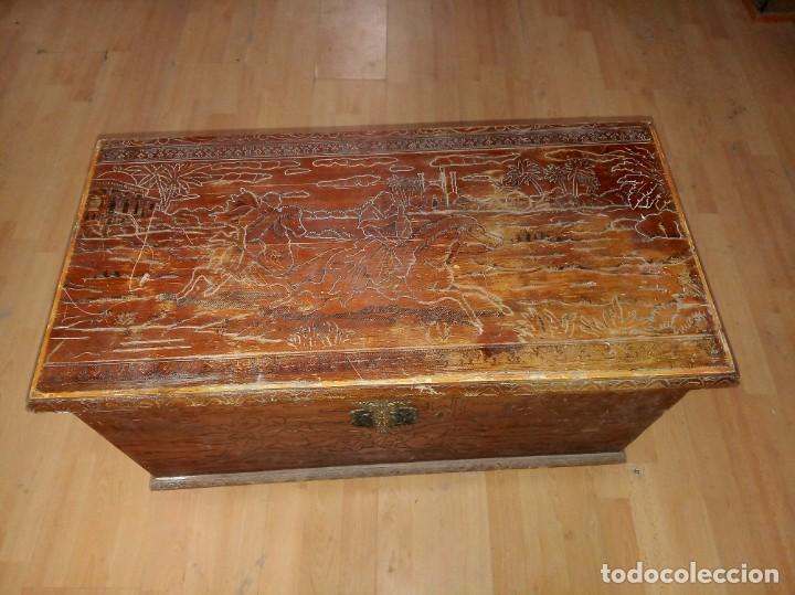 Antigüedades: Baúl madera tallada dibujos árabes para restaurar - Foto 3 - 261801375