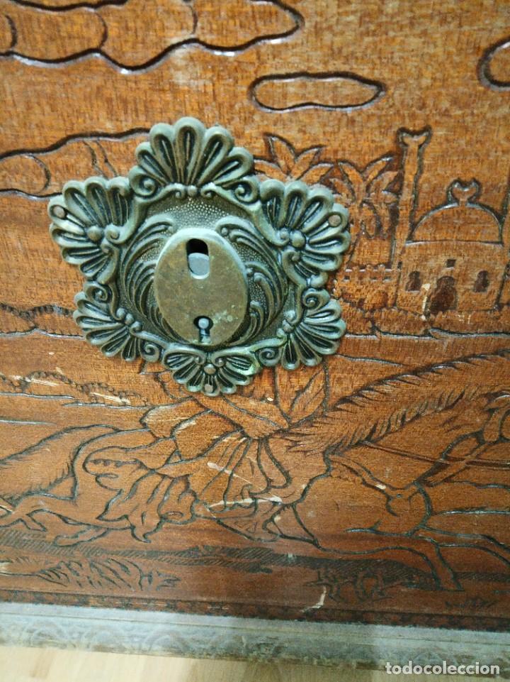 Antigüedades: Baúl madera tallada dibujos árabes para restaurar - Foto 10 - 261801375