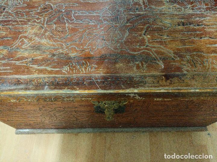 Antigüedades: Baúl madera tallada dibujos árabes para restaurar - Foto 13 - 261801375