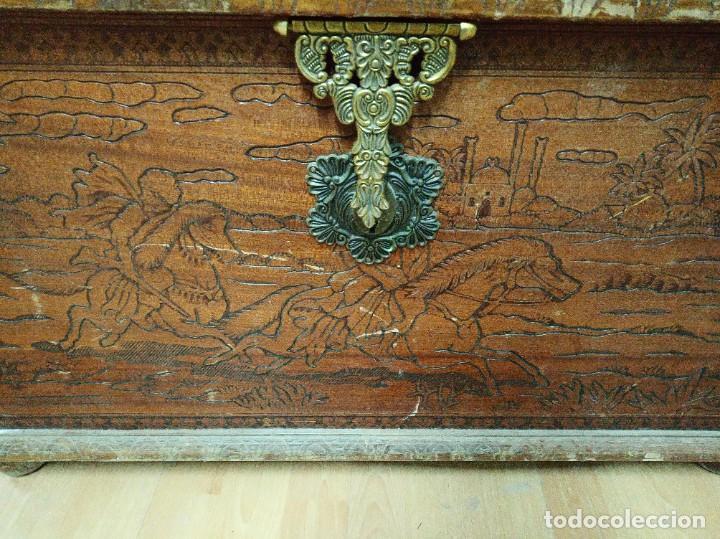 Antigüedades: Baúl madera tallada dibujos árabes para restaurar - Foto 17 - 261801375