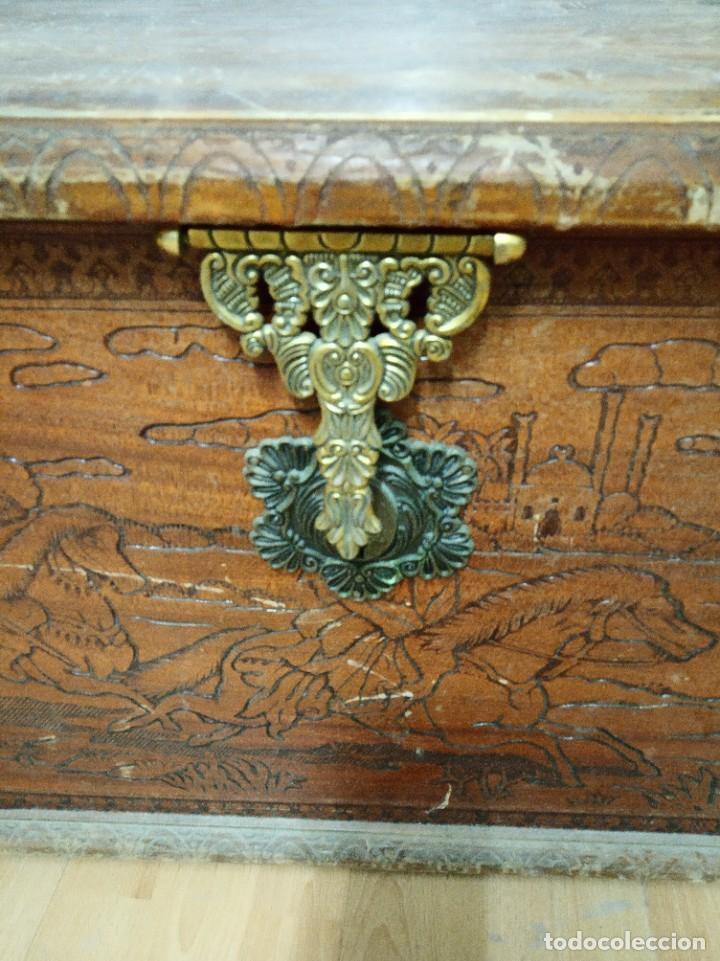 Antigüedades: Baúl madera tallada dibujos árabes para restaurar - Foto 18 - 261801375