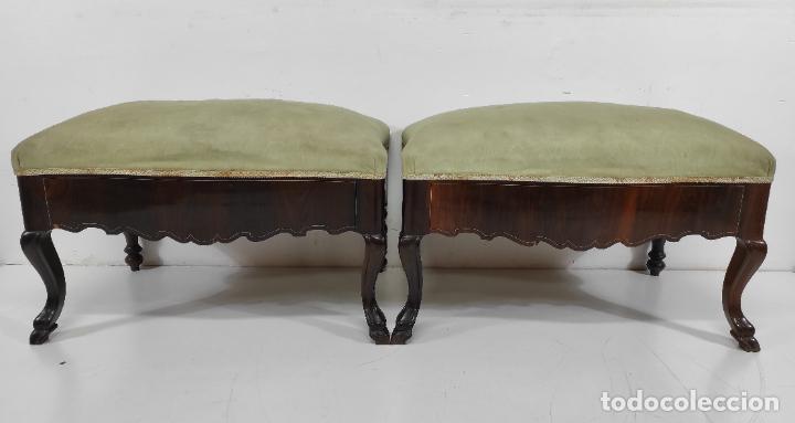 PAREJA DE BANQUETAS MALLORQUINAS - TABURETES EN MADERA DE JACARANDÁ, MARQUETERÍA DE HUESO - S. XVIII (Antigüedades - Muebles Antiguos - Auxiliares Antiguos)
