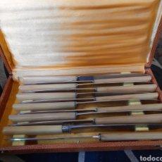 Antigüedades: ANTIGUO ESTUCHE CON 12 CUCHILLOS DE MESA DEPOSE, FRANCIA. Lote 261932805