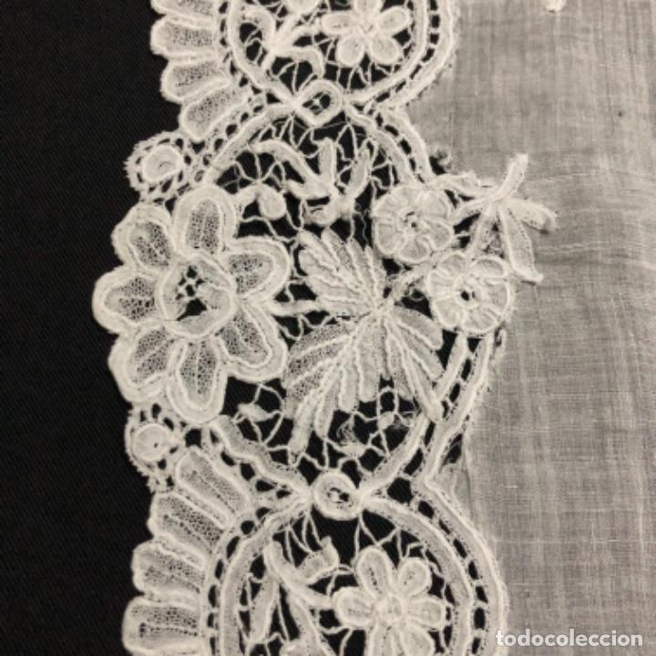 Antigüedades: Sensacional Pañuelo de encaje duquesa siglo XIX novia o dolorosa 33,5 x 33 cm - Foto 14 - 261935260