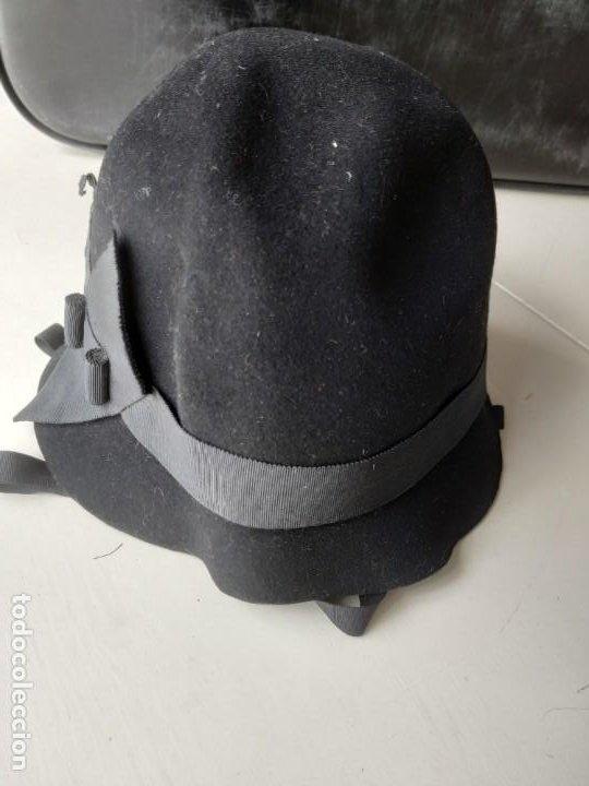 Antigüedades: Antiguo sombrero gorro cloché de fieltro negro. Germaine Ortiz, modes. Años 20. Descosido - Foto 5 - 261938900