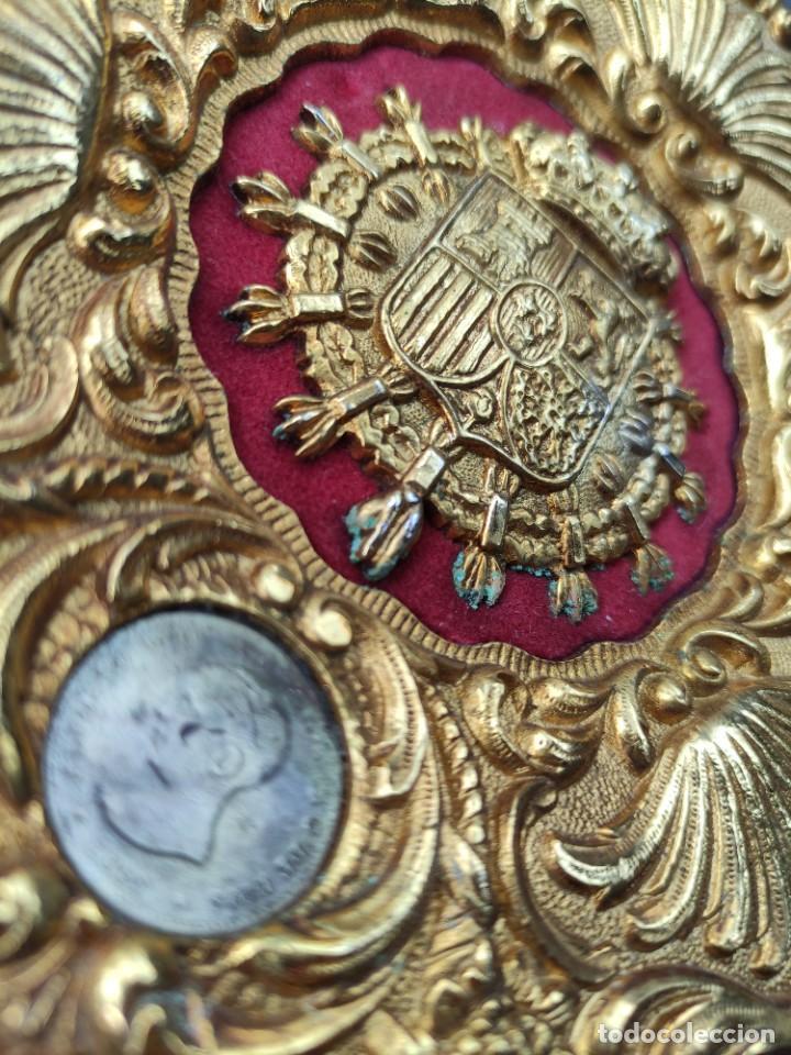 Antigüedades: Plato decorativo de tema monarquíco - Foto 2 - 261939240
