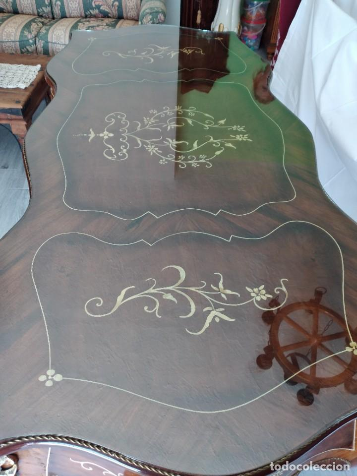 Antigüedades: Exquisita mesa de despacho Luis xv con marquetería, bronce base de cristal y pintada a mano. - Foto 7 - 261960205