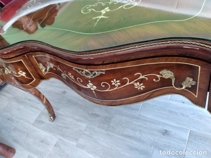 Antigüedades: Exquisita mesa de despacho Luis xv con marquetería, bronce base de cristal y pintada a mano. - Foto 10 - 261960205