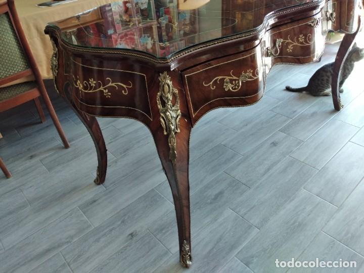Antigüedades: Exquisita mesa de despacho Luis xv con marquetería, bronce base de cristal y pintada a mano. - Foto 11 - 261960205