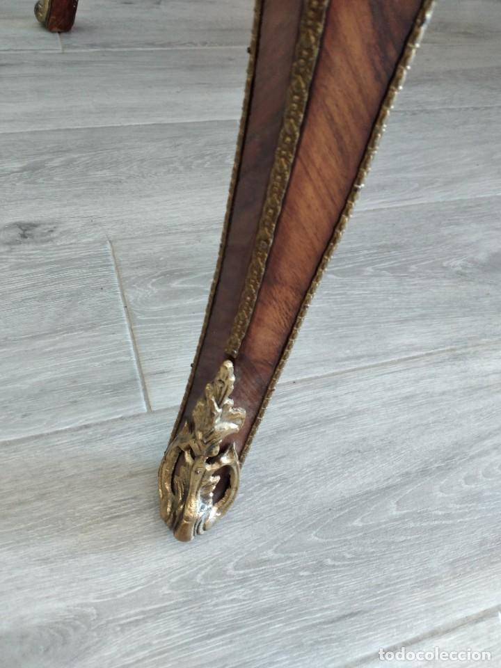 Antigüedades: Exquisita mesa de despacho Luis xv con marquetería, bronce base de cristal y pintada a mano. - Foto 12 - 261960205