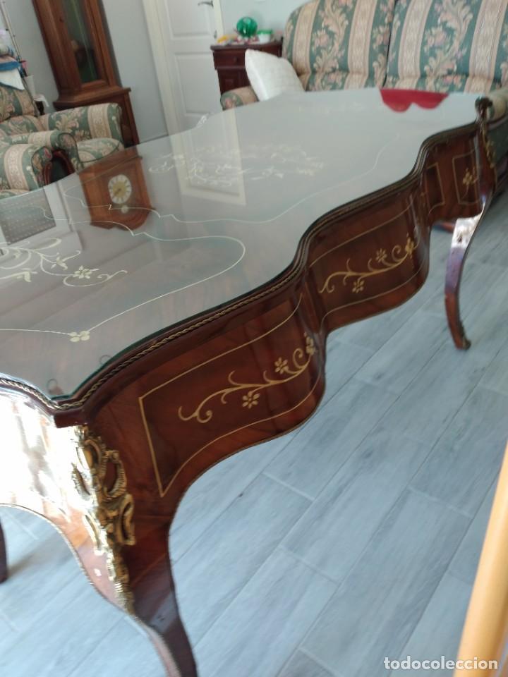 Antigüedades: Exquisita mesa de despacho Luis xv con marquetería, bronce base de cristal y pintada a mano. - Foto 14 - 261960205