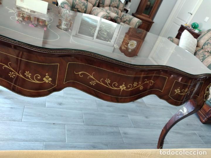 Antigüedades: Exquisita mesa de despacho Luis xv con marquetería, bronce base de cristal y pintada a mano. - Foto 15 - 261960205