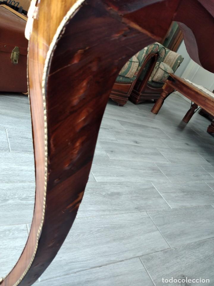 Antigüedades: Exquisita mesa de despacho Luis xv con marquetería, bronce base de cristal y pintada a mano. - Foto 17 - 261960205