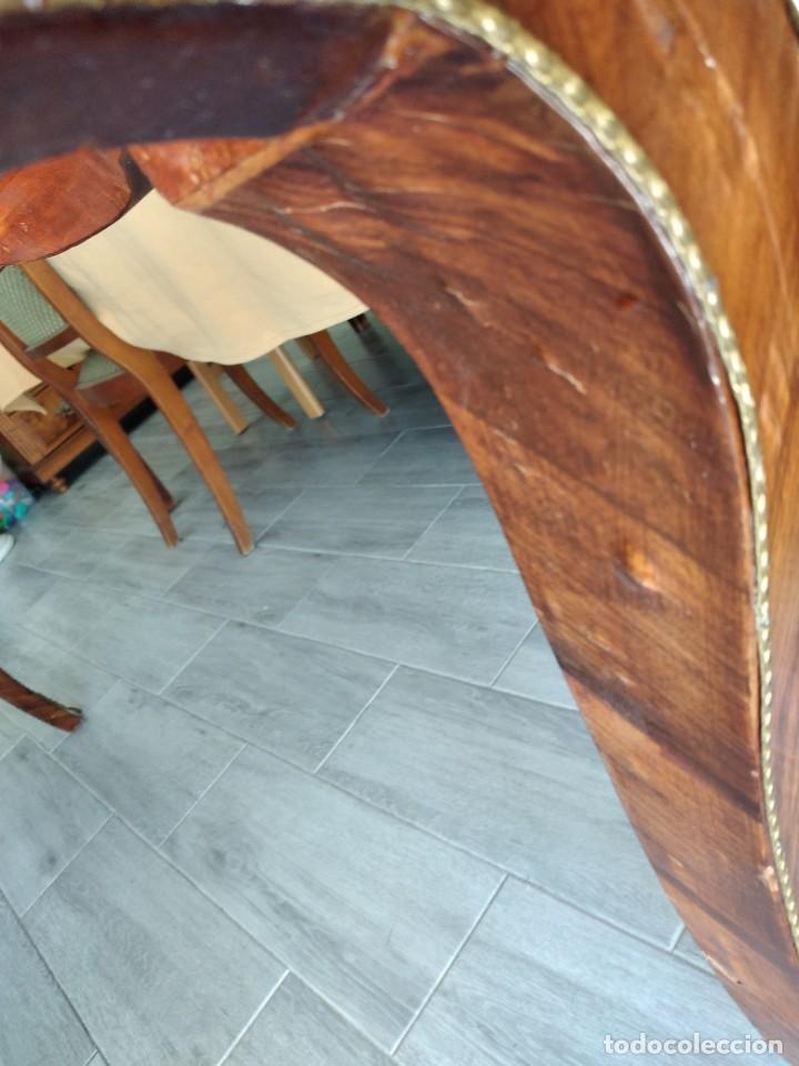 Antigüedades: Exquisita mesa de despacho Luis xv con marquetería, bronce base de cristal y pintada a mano. - Foto 19 - 261960205