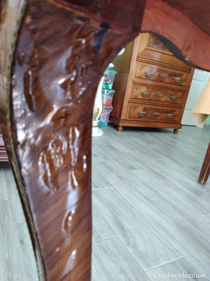 Antigüedades: Exquisita mesa de despacho Luis xv con marquetería, bronce base de cristal y pintada a mano. - Foto 25 - 261960205