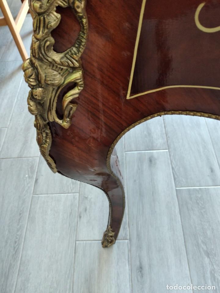 Antigüedades: Exquisita mesa de despacho Luis xv con marquetería, bronce base de cristal y pintada a mano. - Foto 26 - 261960205