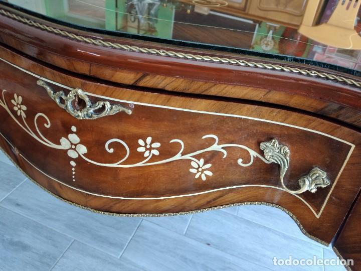 Antigüedades: Exquisita mesa de despacho Luis xv con marquetería, bronce base de cristal y pintada a mano. - Foto 34 - 261960205