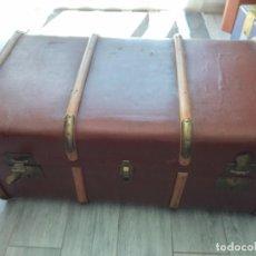 Antigüedades: ANTIGUO BAÚL DE VIAJE. MADERA FORRADO.. Lote 261960410