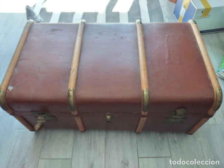 Antigüedades: Antiguo baúl de viaje. madera forrado. - Foto 3 - 261960410
