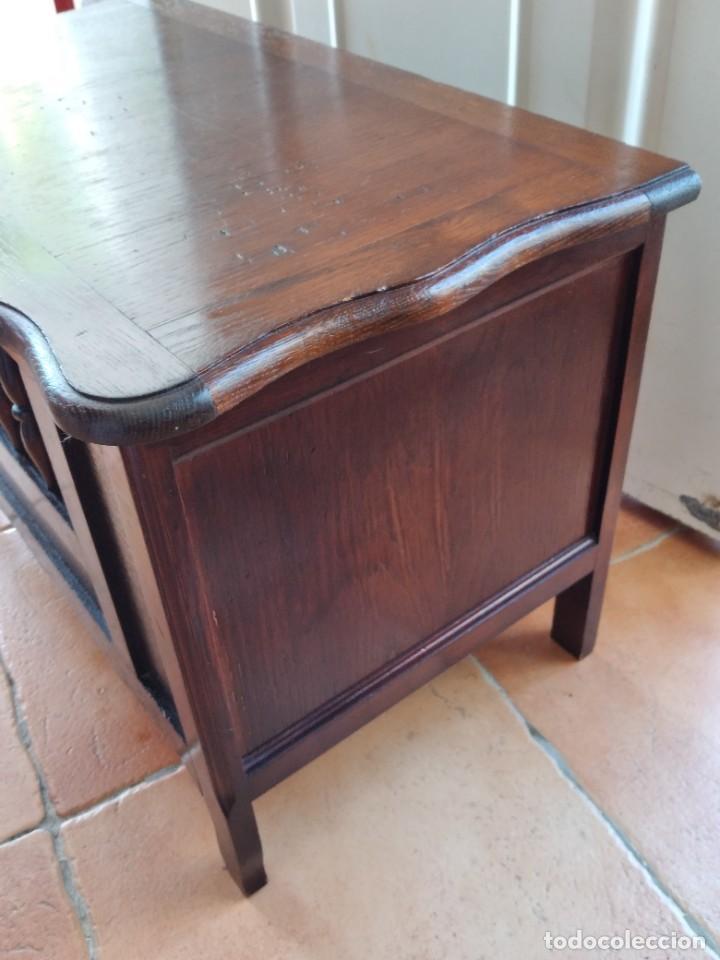 Antigüedades: Bonito mueble baúl de madera noble con decoración abierta en el frontal. - Foto 10 - 261961170