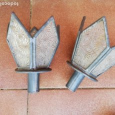 Antigüedades: PAREJA DE FAROLILLOS METÁLICOS.. Lote 261980425