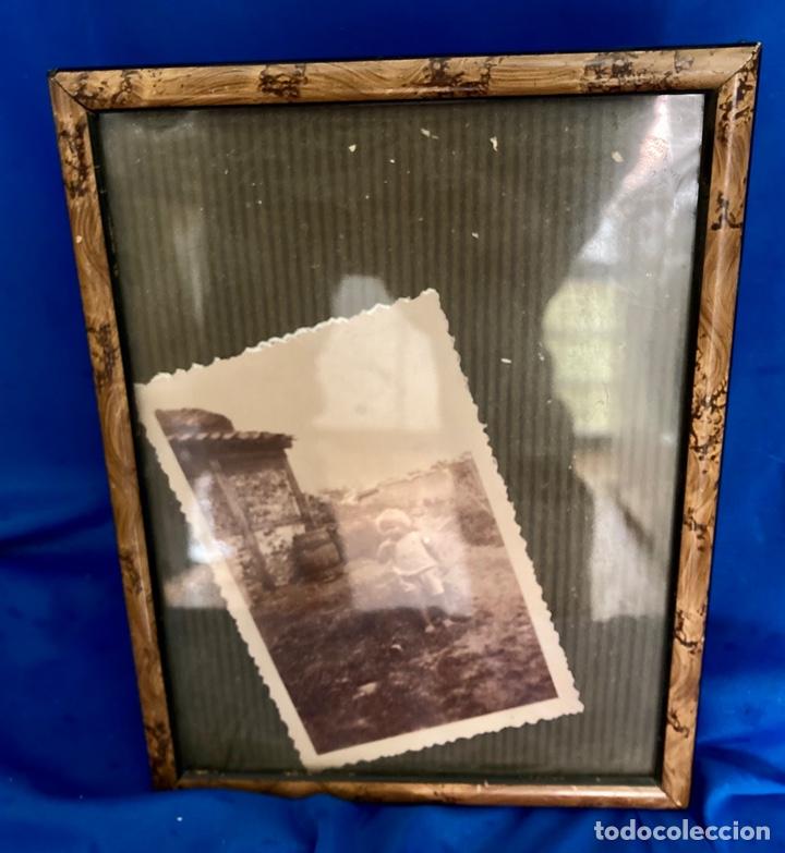 PORTAFOTOS , CON FOTO ANTIGUA, EL MISMO DE LA MISMA ÉPOCA AÑOS 60, (Antigüedades - Hogar y Decoración - Portafotos Antiguos)