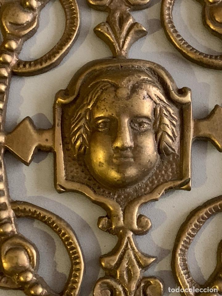 Antigüedades: Precioso ADORNO para MUEBLE. BRONCE. 25x17cm. 461 gramos - Foto 2 - 262028445